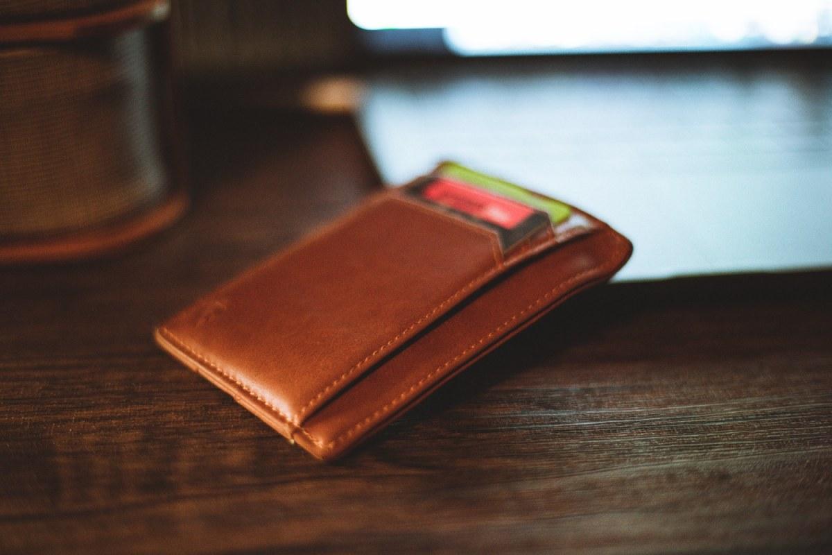 portfel na biurku