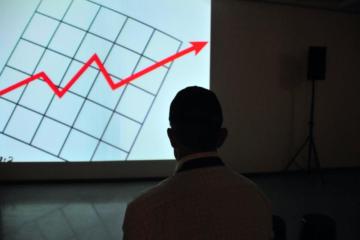 wykres wyswietlony na scianie