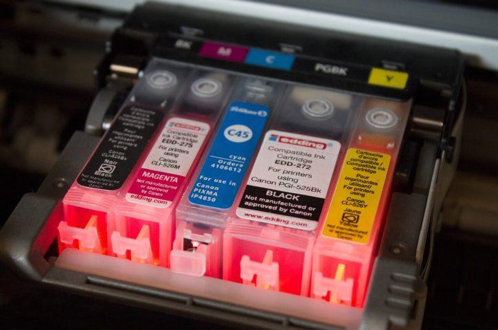 Co należy zrobić, aby tusz do drukarki nie wysychał?